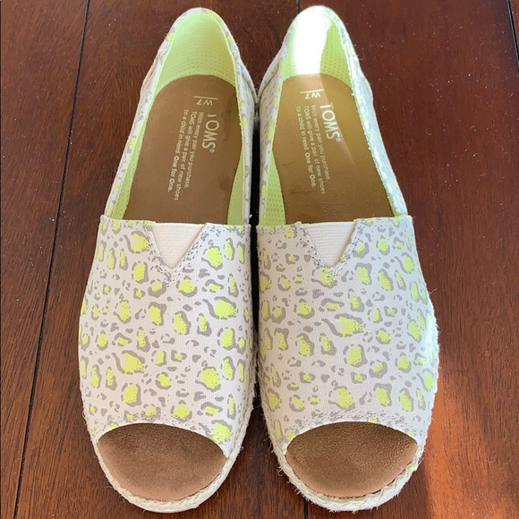 38d3ce9a7c0 TOMS Women's limeade bobcat alpargata shoe